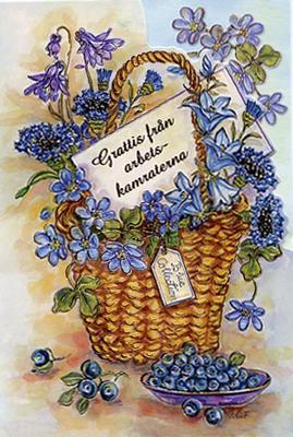 En korg full med blandade blå blommor.''Grattis från Arbetskamraterna''