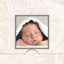 sovande baby med folierad ram